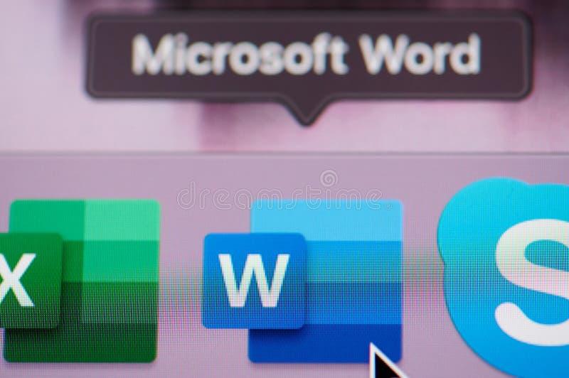 Choix de l'application de mot de Microsoft Office sur l'ordinateur images libres de droits