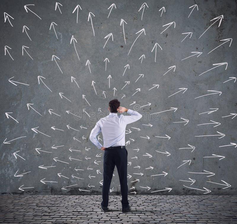 Choix difficiles d'un homme d'affaires Concept de la confusion image libre de droits