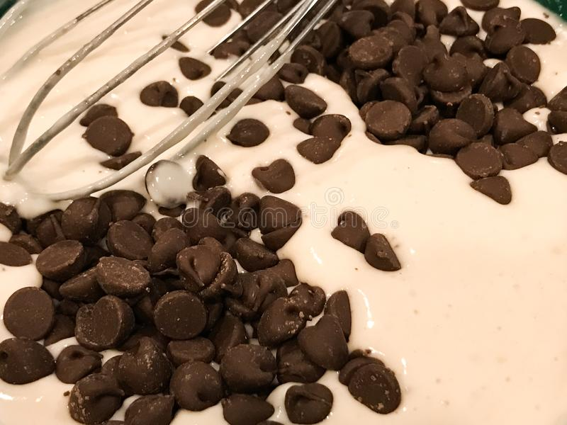 Choklad Chip Pancake Batter royaltyfria bilder