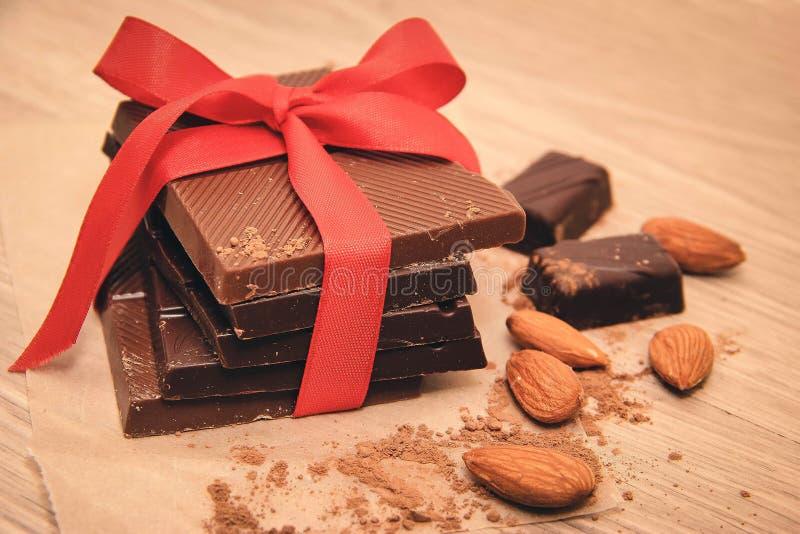 Choklad och mandlar arkivfoto
