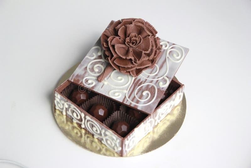 Chokladask med chokladtryfflar royaltyfri fotografi