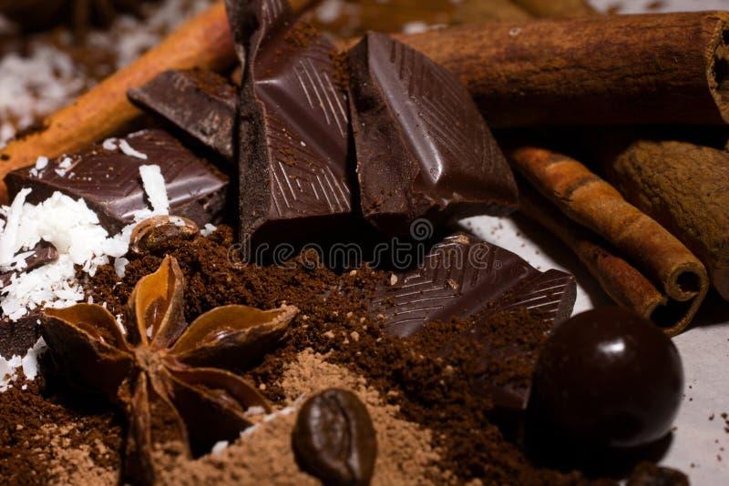 Chokladblandning och kryddor royaltyfria bilder