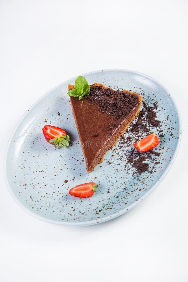 Chokladcake med jordgubben fotografering för bildbyråer