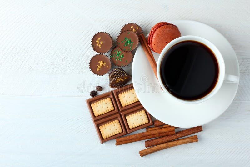 Choklader och coffe arkivfoto