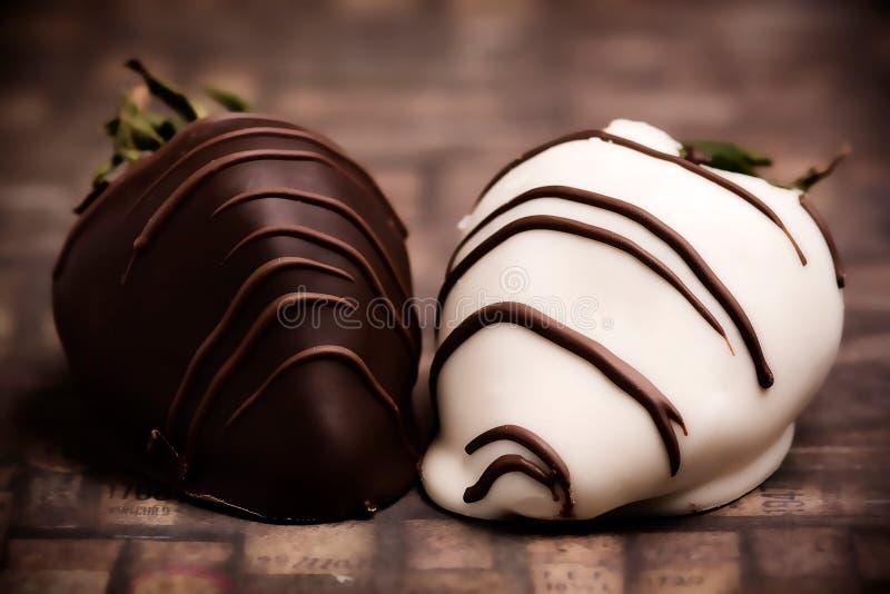 chokladjordgubbar fotografering för bildbyråer