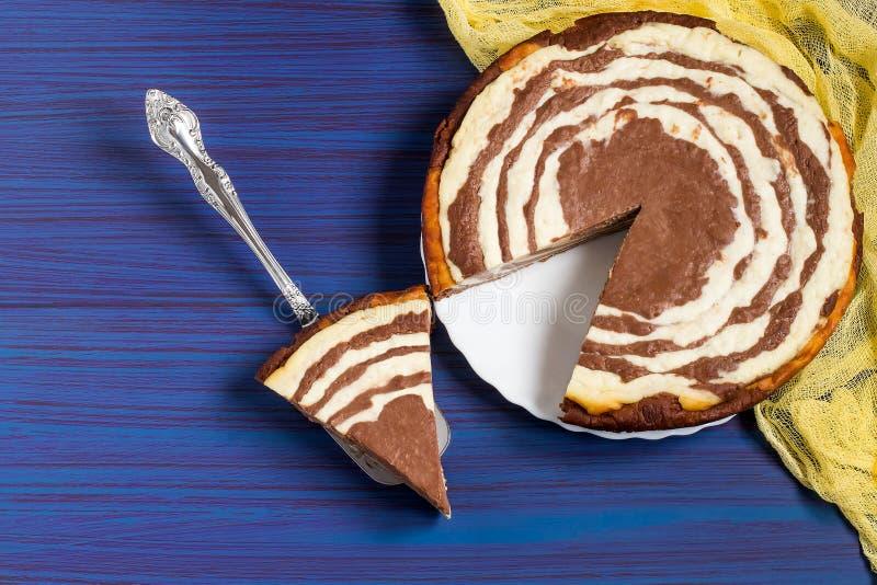 Chokladkaka med kesosebran arkivbilder