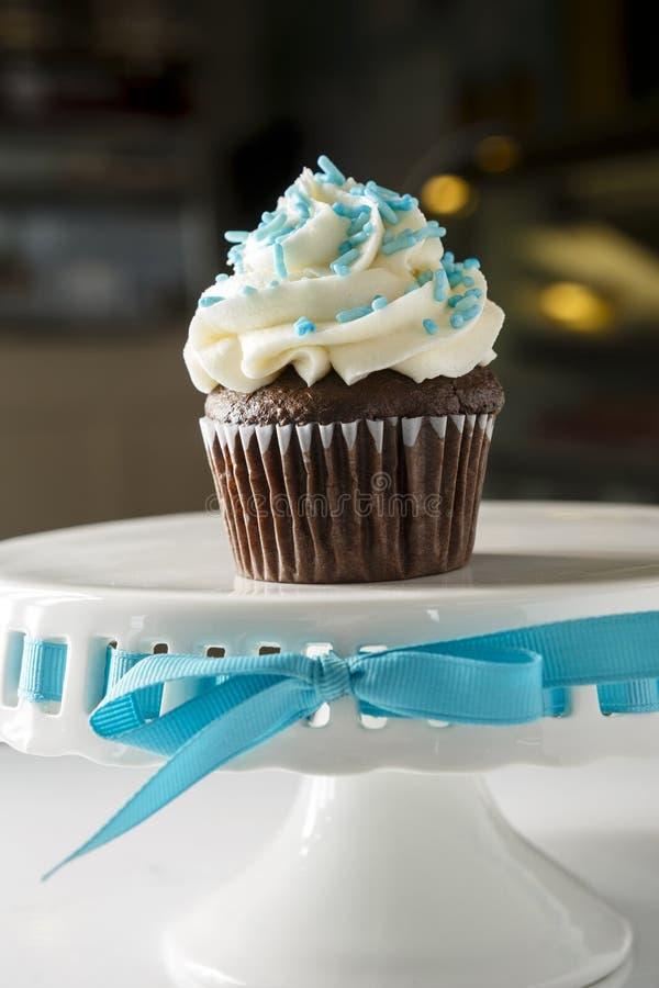 Chokladmuffin med gaffeln arkivbilder