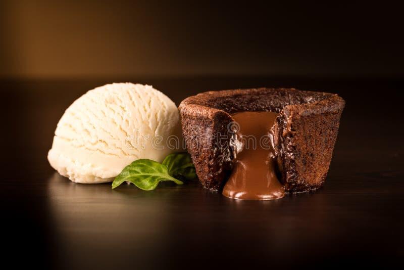 Chokladnisse med vaniljglass royaltyfria foton