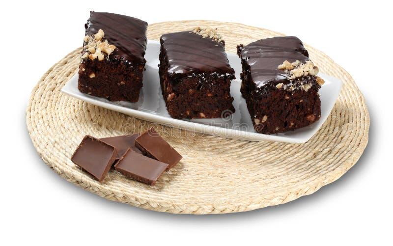 Chokladnissestycken som isoleras på vit bakgrund arkivbild
