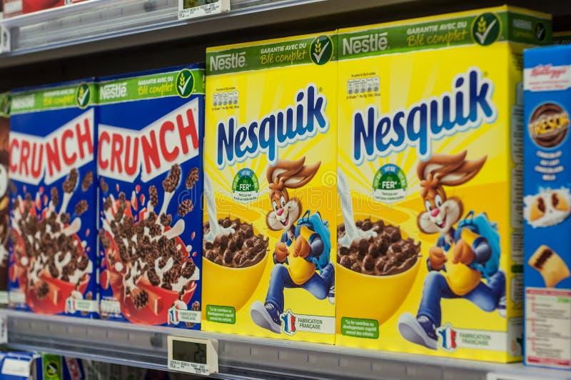 Chokladsädesslag från kura ihop sig märke på den toppna U-supermarket royaltyfri bild