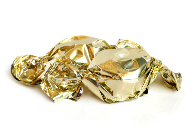 Chokladsötsaker i guld- folie royaltyfri bild