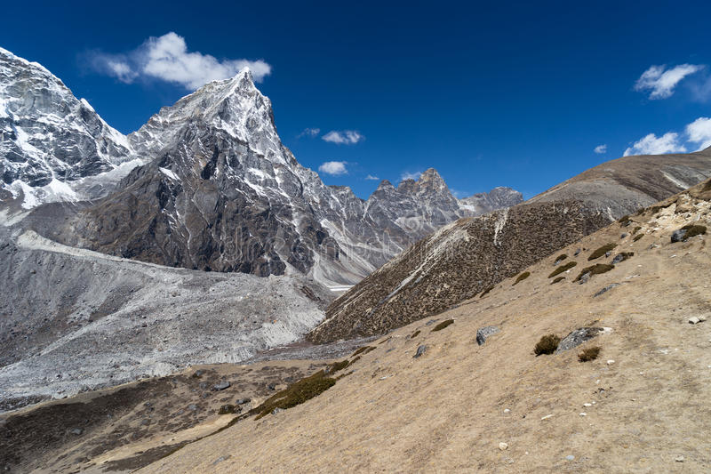 Cholatse bergmaximum, Everest region arkivbilder