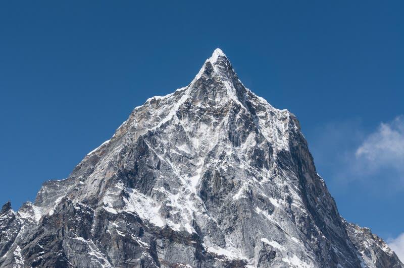 Cholatse bergmaximum på det Thukla passerandet, Everest region, Nepal arkivbild
