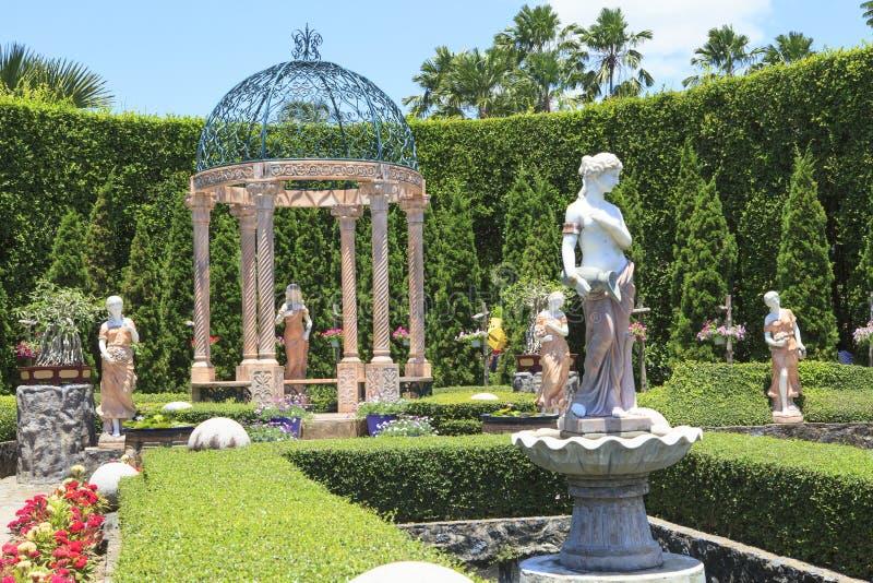 CHOLBURI TAJLANDIA - AUGUST11: piękni dekoracja europejczyka dziąsła fotografia royalty free