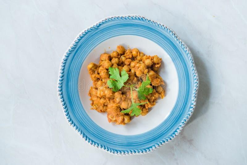 Chole或察纳Masala或辣鸡豆是传统北部印度主菜食谱和通常服务与Bhature或Roti/ 免版税库存照片