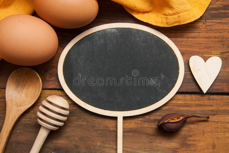 Cholkboard numer jeden dla wiadomości tekstowej lub jedzenia blogu Kulinarny proces, jedzenie i przepisu pojęcie, Pomarańczowa pi obrazy royalty free