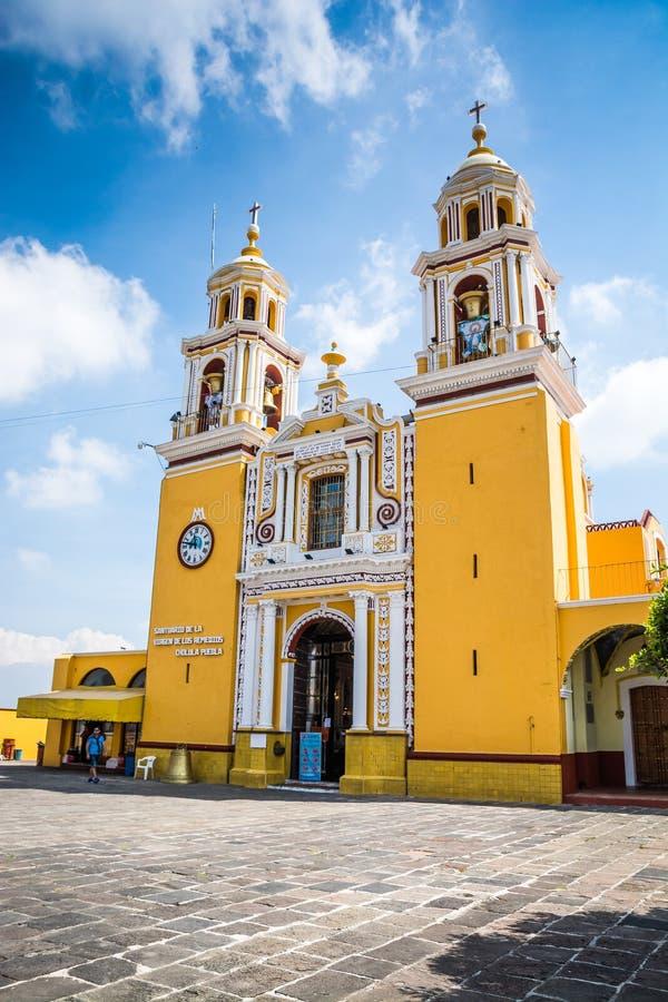 Cholula, Мексика - 31-ое октября 2018 Церковь исторического города San Pedro Cholula стоковые фотографии rf