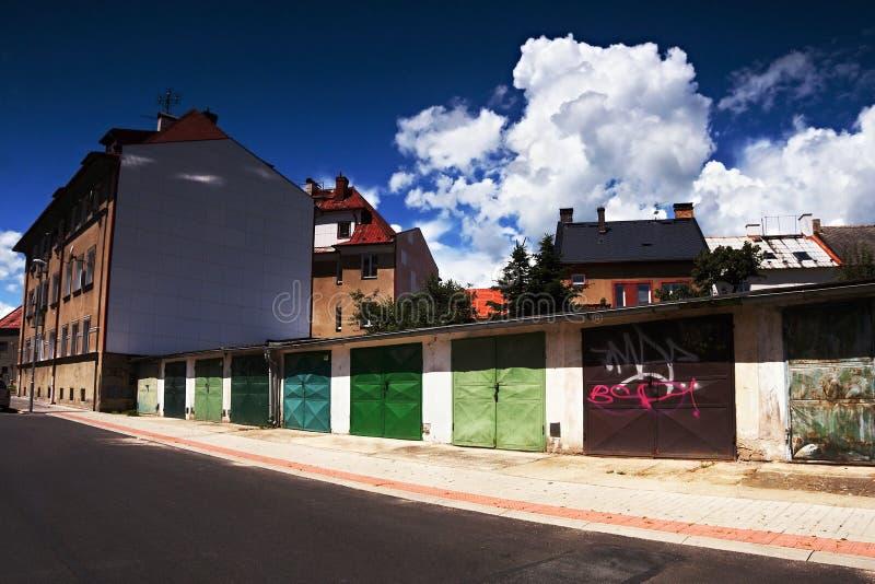 2016/06/18 - Chomutov市,捷克共和国-与大白色云彩的好的深蓝天空 库存图片