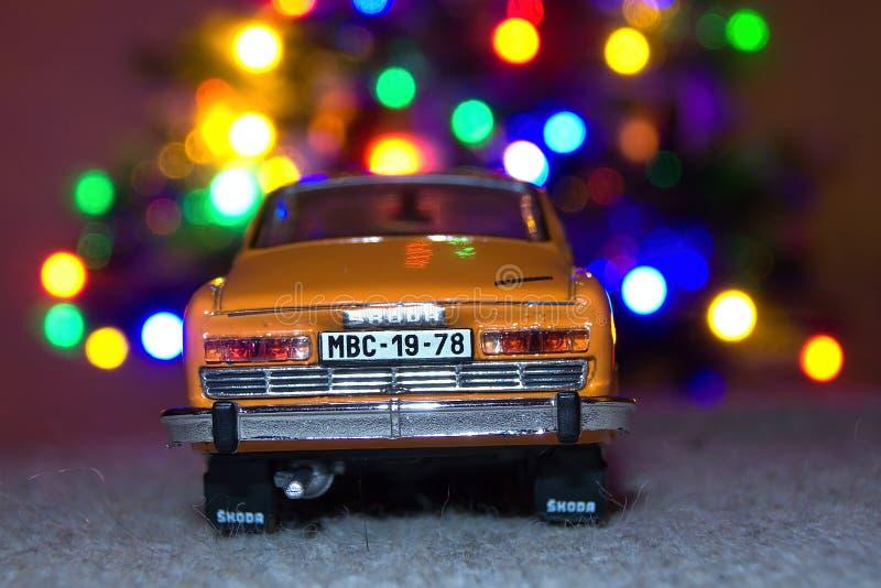 Chomutov, République Tchèque - 26 décembre 2018 : le modèle de la voiture tchèque légendaire Skoda 110R a appelé Erko de l'année  photos stock