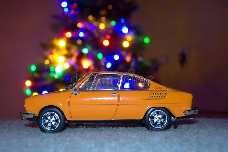 Chomutov, République Tchèque - 26 décembre 2018 : le modèle de la voiture tchèque légendaire Skoda 110R a appelé Erko de l'année  photo libre de droits