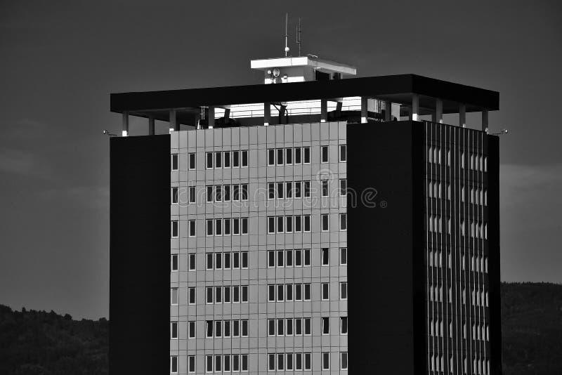 Chomutov, República Checa - 25 de julio de 2019: pequeño rascacielos Armabeton en verano tropical fotos de archivo libres de regalías