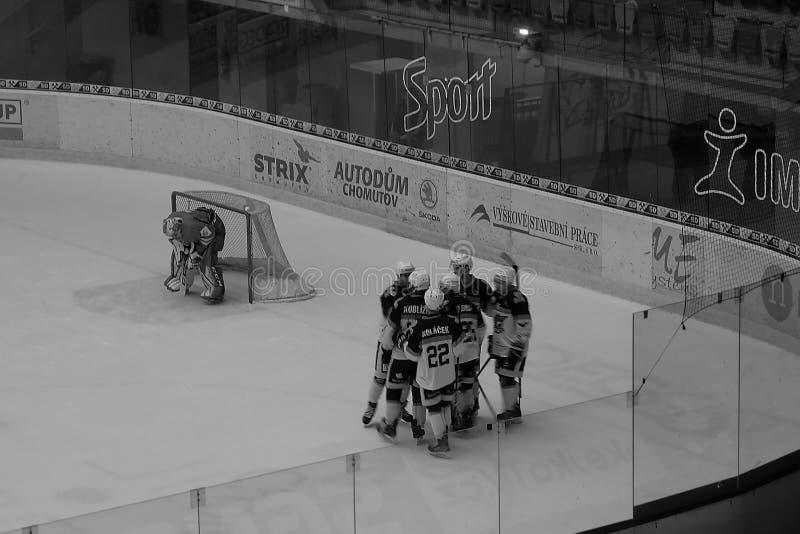 Chomutov, republika czech - Marzec 29, 2019: U19 hokeja na lodzie półfinał między Chomutov i Trinec - jawnego dostępu wydarz obraz stock