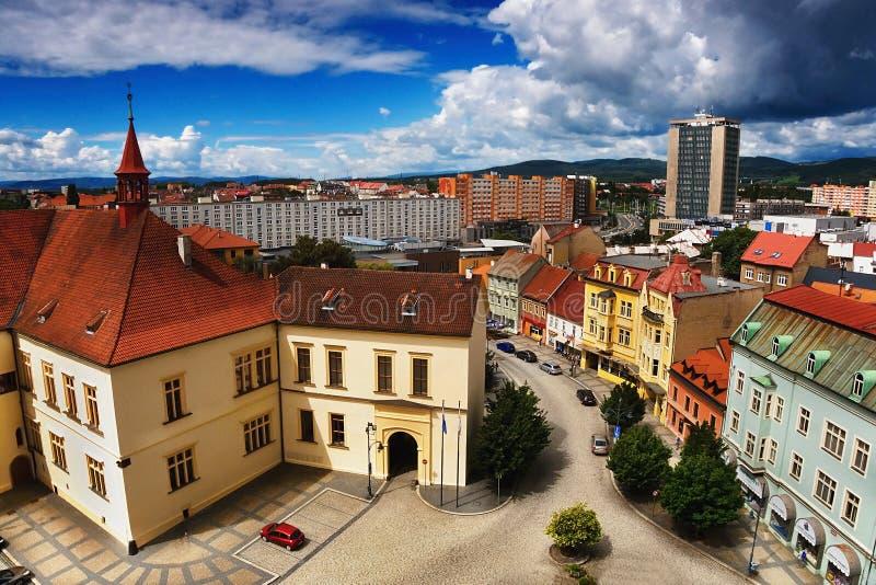 2016-06-18 Chomutov-stad, Tsjechische republiek - ' Zamek Chomutov' Slot op de linkerzijde royalty-vrije stock afbeeldingen