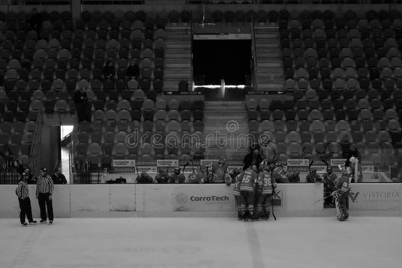 Chomutov Tjeckien - mars 29, 2019: Semifinal för ishockey U19 mellan Chomutov och Trinec - händelse för offentligt tillträde royaltyfria bilder