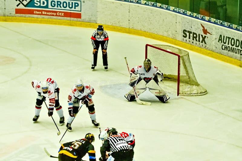 Chomutov, Tsjechische republiek - 15 Maart, 2019: ijshockeygelijke tussen Chomutov en Litvinov stock afbeeldingen