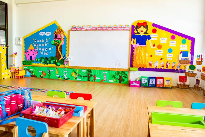 CHON BURI, TAILÂNDIA - 25 DE SETEMBRO DE 2019: Mídia instrutiva para estudante de jardim de infância da escola Wattanusas, Tailân foto de stock