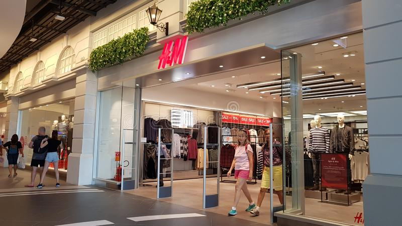 Chon Buri, Thailand - December 21, 2018: Exterior view of H&M shop with Customers, Terminal 21 Pattaya branch royalty free stock images