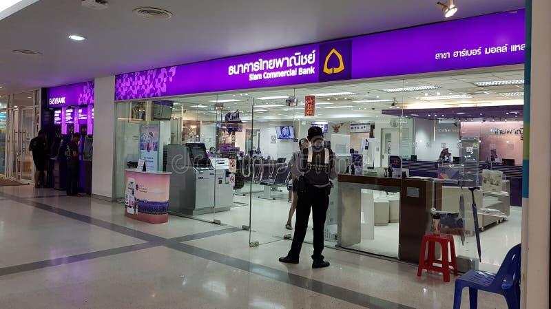 Chon Buri Thailand - December 18, 2018: Siam Commercial Bank eller akronymen är SCB Det är den första banken av Thailand arkivbilder