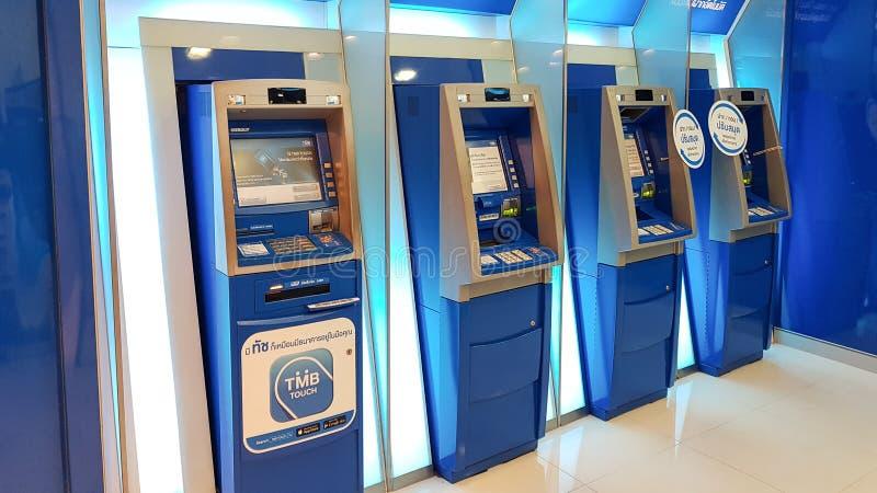 Chon Buri Thailand - December 21, 2018: Yttre sikt av ATM-maskinen TMBNA PACKA IHOP ALLMÄNHET FÖRETAG BEGRÄNSADE royaltyfria bilder