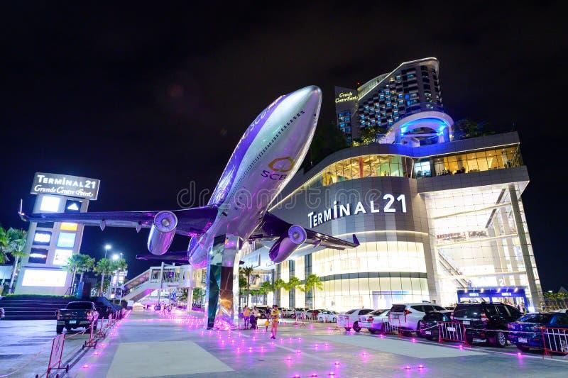 Chon Buri, Thailand - 27. Juli 2019: Neues Einkaufszentrum Nachtszene Anschlusses 21 in Pattaya lizenzfreie stockbilder