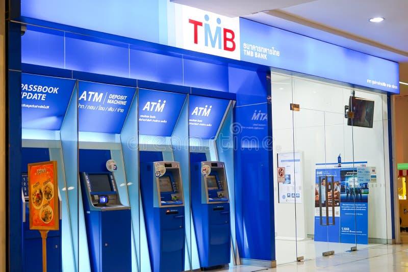 Chonburi, Tailândia, em fevereiro de 2018: Serviço de operação bancária do ATM para a transação financeira no shopping imagens de stock royalty free