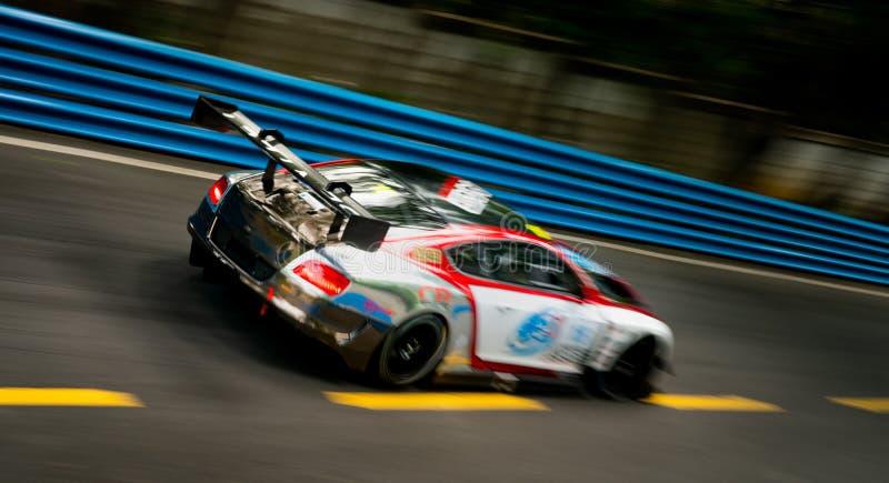 CHONBURI, TAILANDIA 16 DE JULIO: Empañe las carreras de coches del motorsport de Bentley en la carretera de asfalto Impulsión del imagen de archivo libre de regalías