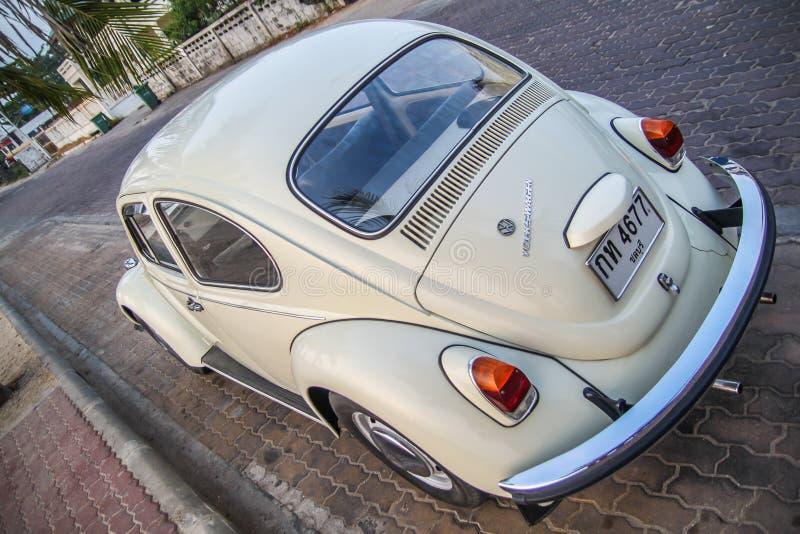 CHONBURI, THAILAND - Maart 10, 2017: Het parkeren van Volkswagen Beetle van 1964 bij de kust op straat royalty-vrije stock fotografie