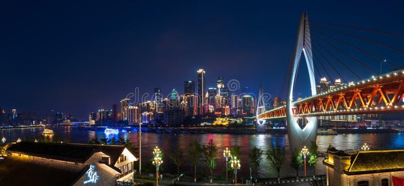 Chongqing Chiny, Lipiec, - 24, 2019: Panoramiczny widok Chongqing linia horyzontu w Chiny fotografia royalty free