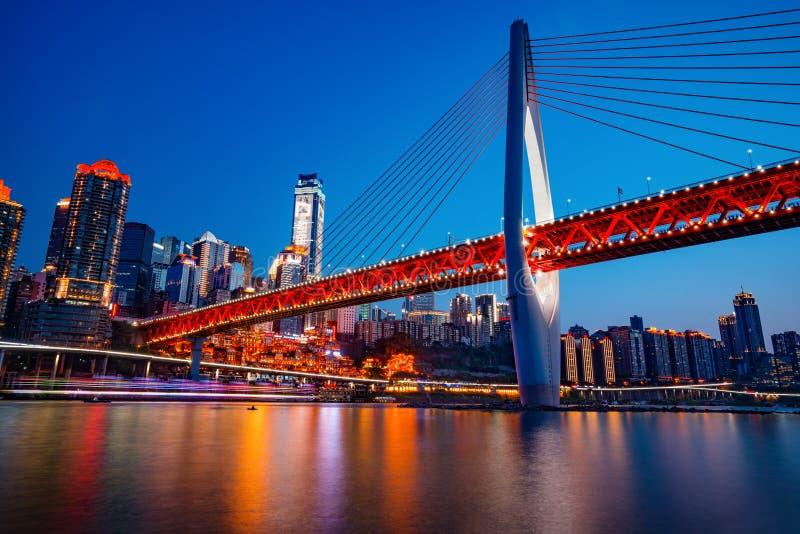 Chongqing DongShuiMen Bridge bij Nacht royalty-vrije stock foto
