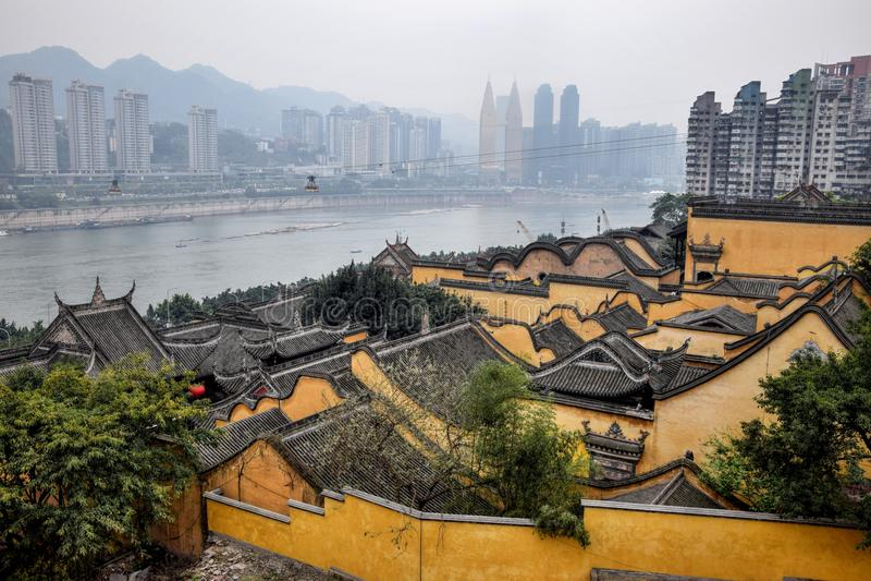 Chongqing en Gele rivier op de achtergrond royalty-vrije stock afbeeldingen