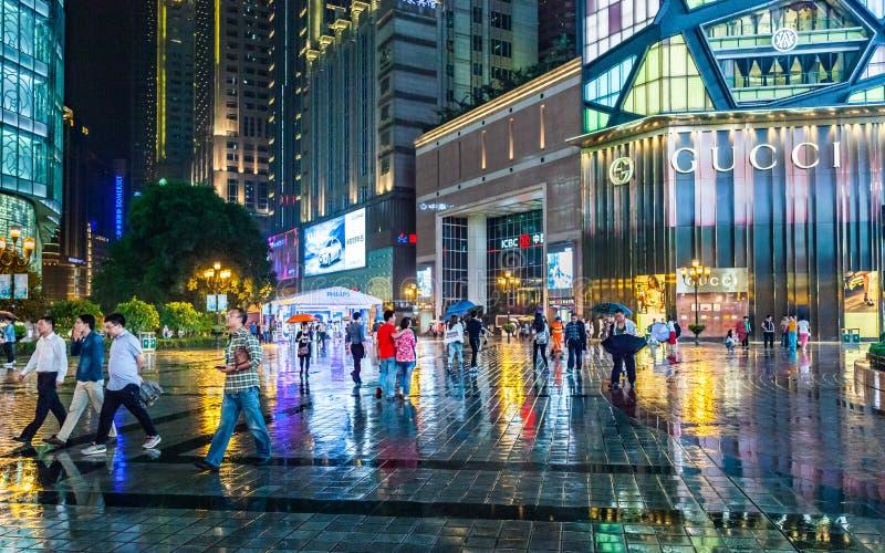 Chongqing, het commerciële centrum van de binnenstad bij nacht, China, Azië royalty-vrije stock afbeeldingen