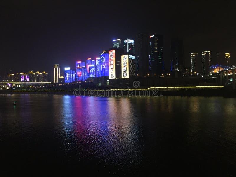 Chongqing Hongyadong nahe der Nacht lizenzfreie stockfotografie