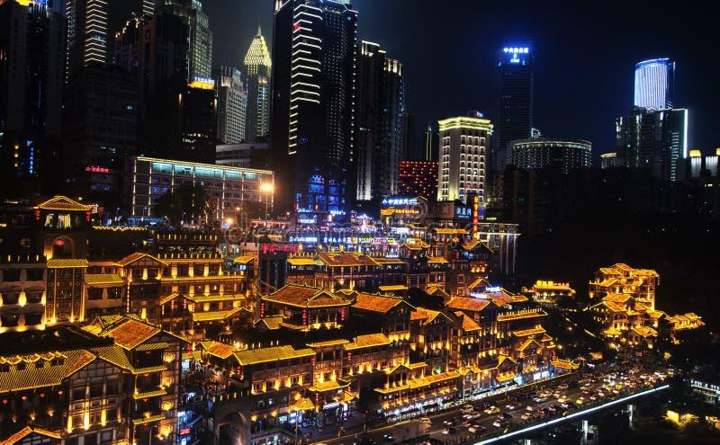 Chongqing Night för byggnader för sceniskt område för Hongya grotta sikt royaltyfri fotografi