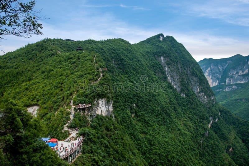 Chongqing Yunyang Longtan National Geopark-de Weg van de Canionplank royalty-vrije stock fotografie