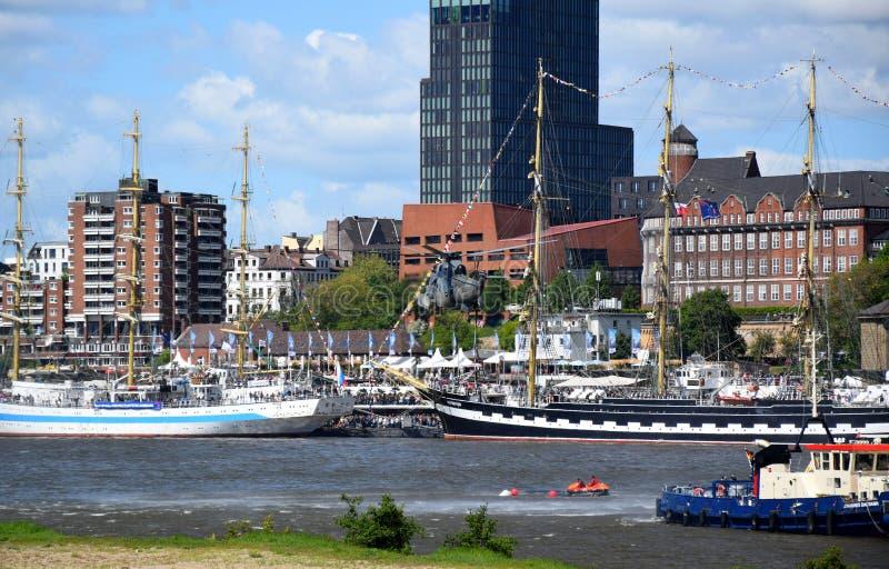 Chopper Rescue Show en el St Pauli-Landungsbrucken, Hafengeburtstag - celebraci?n del aniversario del puerto en Hamburgo, Alemani foto de archivo libre de regalías