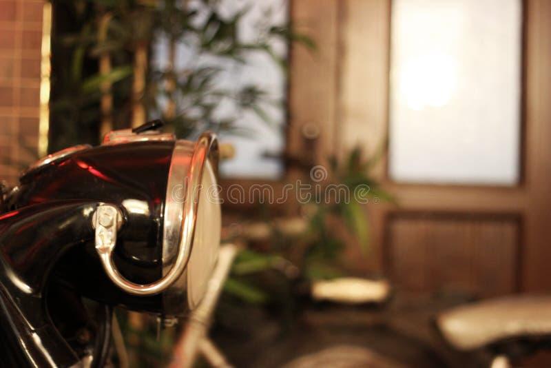 Chopper Side View antico, lampada capa & area in bianco fotografia stock libera da diritti