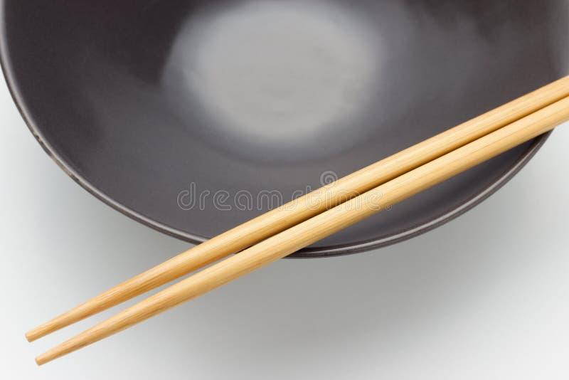 Chopsticks w pucharze obrazy royalty free