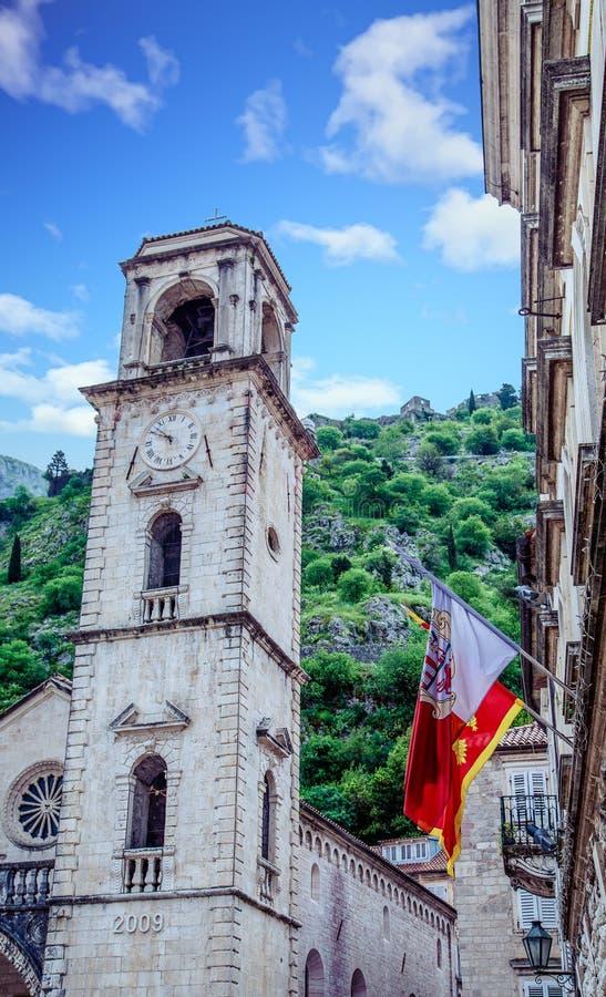 Chorągwiany i Zegarowy wierza w Kotor obrazy royalty free