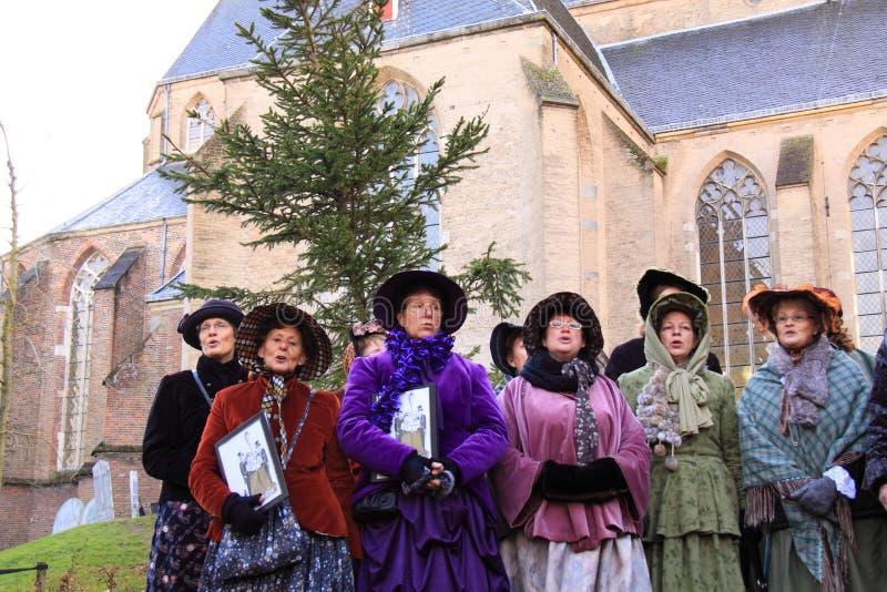 Chor in der mittleren gealterten Kleidung lizenzfreie stockbilder