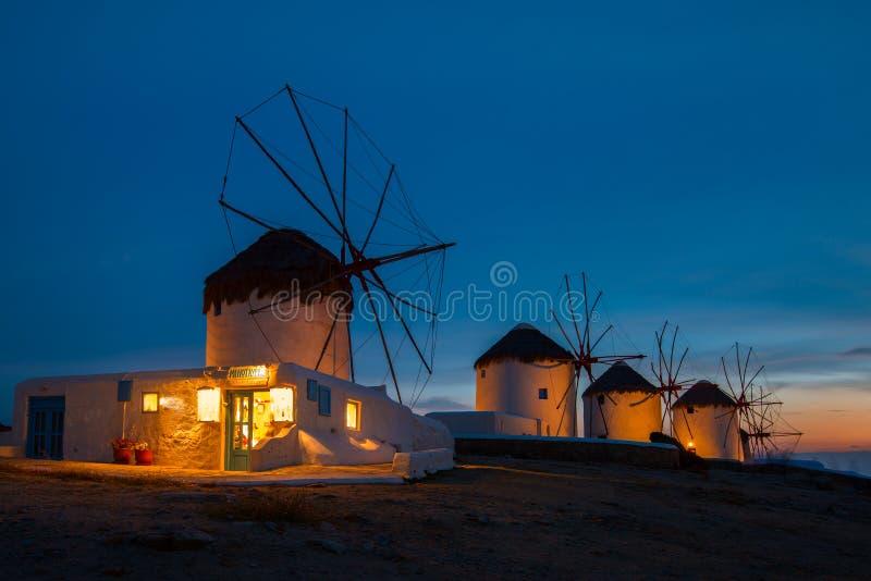 Chora偶象风车在米科诺斯岛,希腊 库存图片
